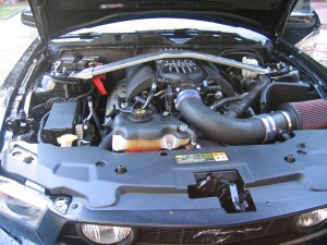 Boss-302R-intake-manifold-CL-cold-air-intake-installed-on-a-Mustang-GT-5.0-